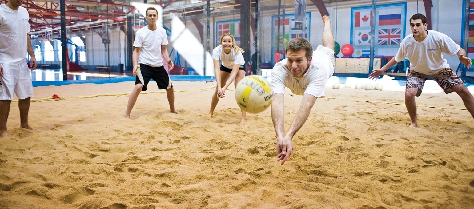 Nyc S Only Indoor Sand Volleyball Court Chelsea Piers